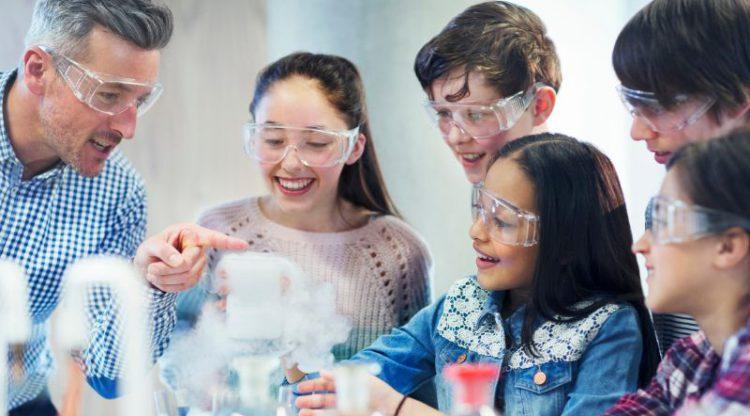Le Pacte d'excellence doit agir vite pour améliorer l'enseignement des sciences
