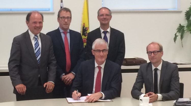 Vlaamse regering en Catalisti ondertekenen clusterpact voor duurzame innovaties in chemie en kunststoffen