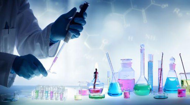 Chemiesector voldoet aan Europese REACH-regels en werkt mee aan optimalisatie veiligheidsinformatie chemische stoffen