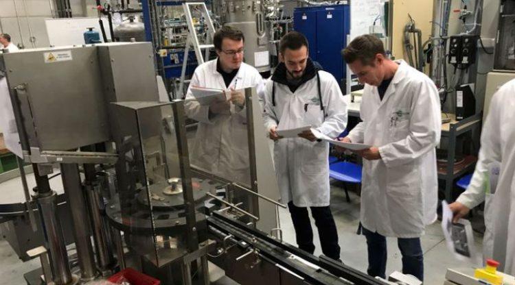 Des travailleurs de Caterpillar suivent des formations sur-mesure au Cefochim pour leur reconversion dans la chimie et la pharma