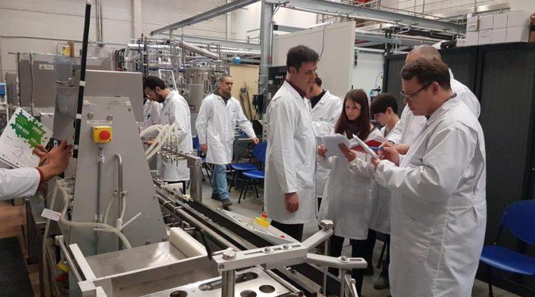 Patronat et syndicats de la chimie et des sciences de la vie investissent près de 5 millions d'euros dans la formation des nouveaux talents