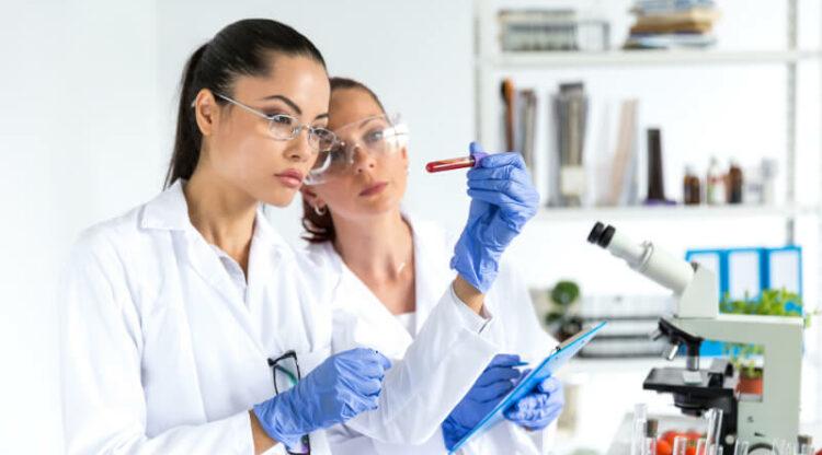 Vakbonden en werkgevers bereiken akkoord over sectorcao in chemie en farma