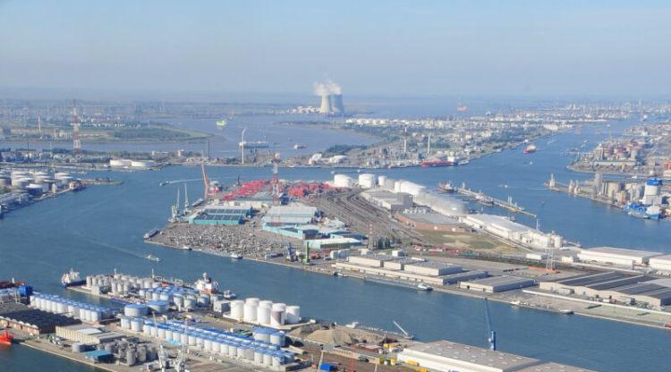 Chemiebedrijven in haven van Antwerpen willen CO2-uitstoot verder reduceren