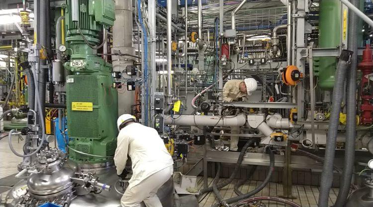 Chemie- en farmabedrijven starten met productie van desinfecterende handgels om ziekenhuistekorten aan te vullen