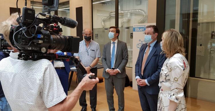 Start-ups in chemie-incubator BlueChem stellen hun duurzame innovaties voor aan Antwerps schepencollege