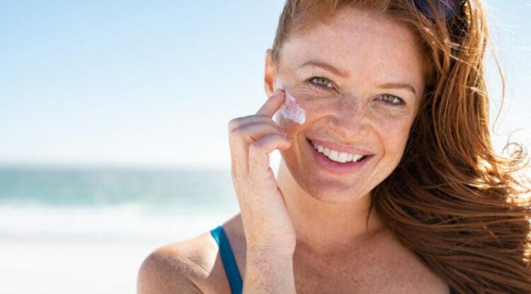 Conseils pour les vacances: utilisez une crème solaire adaptée à votre type de peau