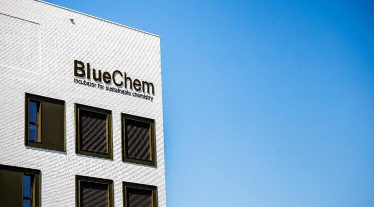 Vlaams minister Hilde Crevits geeft duurzame chemie duw in de rug met 500.000 euro steun voor BlueChem-incubator