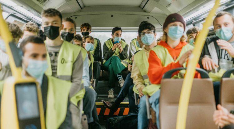Vlaams minister Zuhal Demir ontdekt samen met Limburgse scholieren duurzame innovaties van chemiebedrijf Borealis